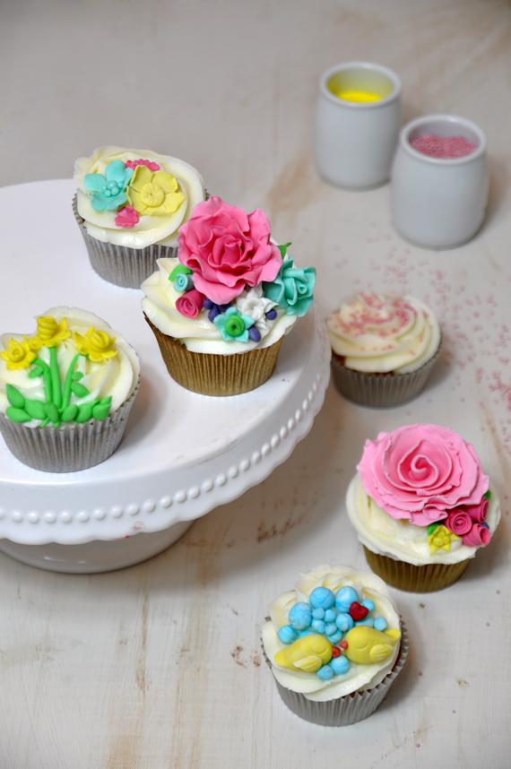 curso de cupcakes de flores y modelado de figuras