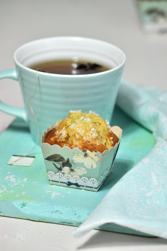 magdalena casera con taza de te