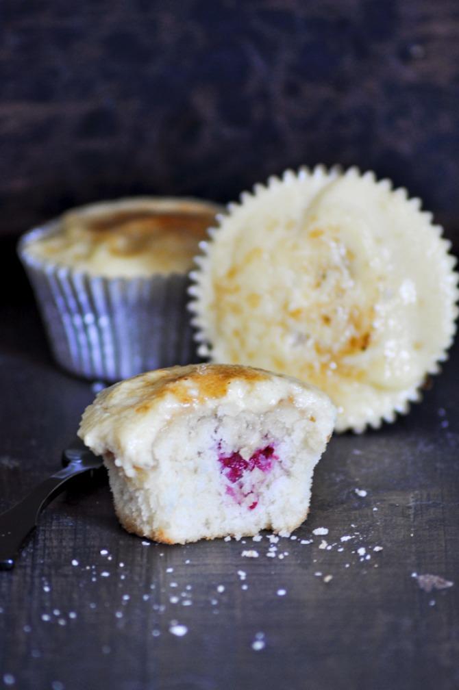 cupcakes creme brulee con frambuesas