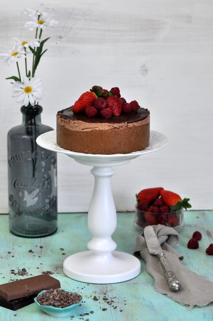 receta de cheescake tarta de queso y chocolate con fresas y frambuesas