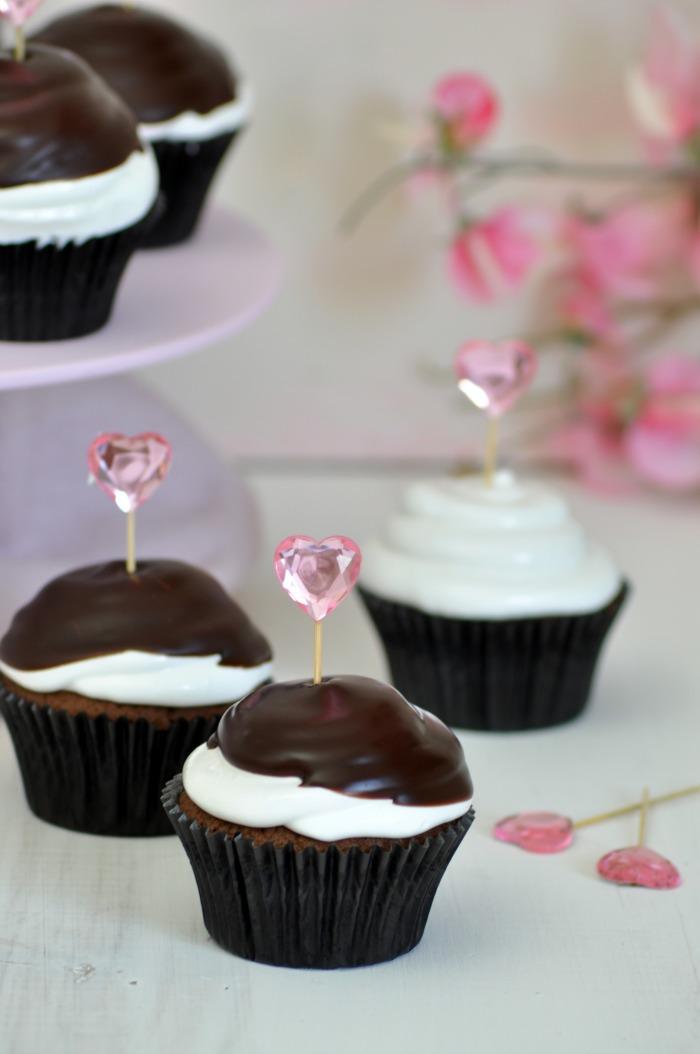 Cupcakes hi-hat con chocolate crujiente y merengue con frambuesas