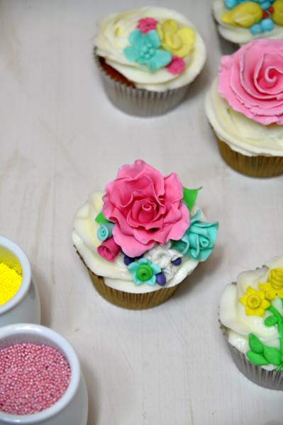 curso de cupcakes de flores rosa