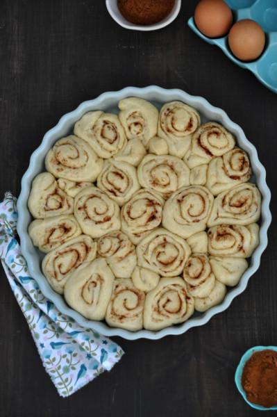 rollos de canela antes del horneado - cinnamon roll befor baking