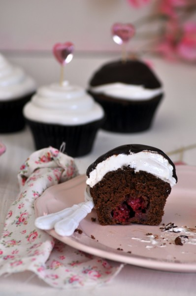 cupcake merengue chocolate y frambuesas