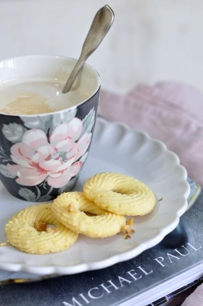 pastas de té redondas con nueces