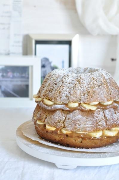 bundt cake de plátano y dulce de leche y platano