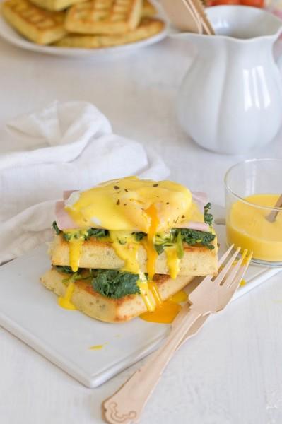 huevos benedictine con gofres salados