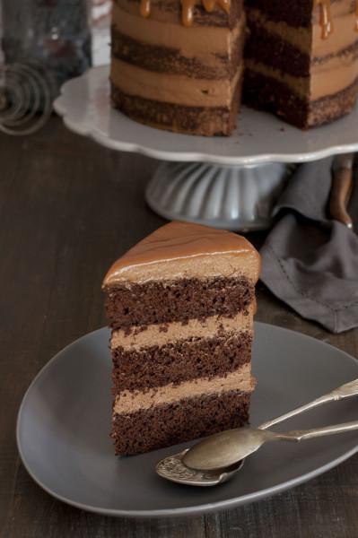 porcion-tarta-de-chocolate-y-caramelo-salado