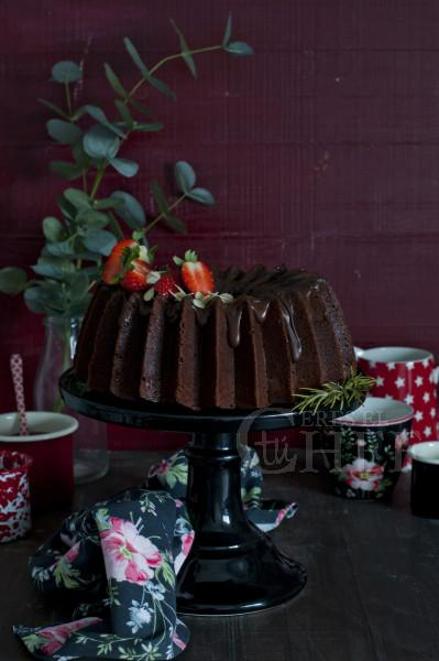 bundt cake triple chocolate con fresas